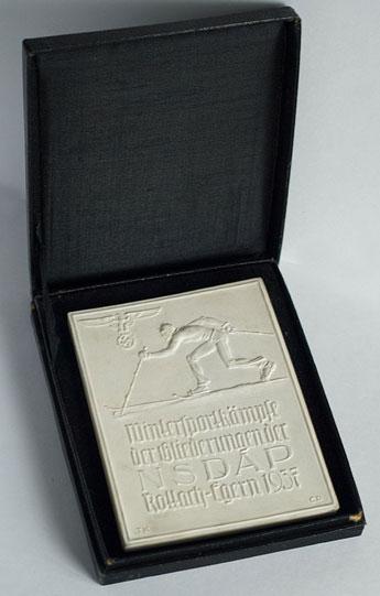 Наградная плакетка зимних спортивных соревнований 1937 года. Карл Дибич совместно с Теодором Кернером.