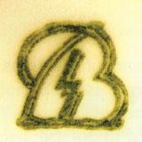 Руны Allach в подглазурном зелёном клейме Bohemia. Литера «B» в двойном контуре.