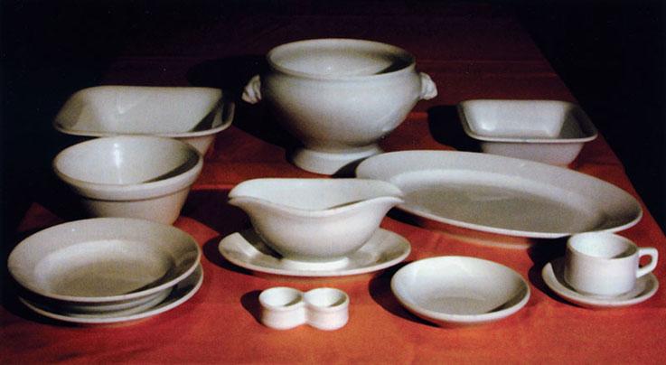 Несколько примеров фарфоровой посуды столовых вермахта, выпущенной Bohemia Neurohlau в 1939-1942 годах