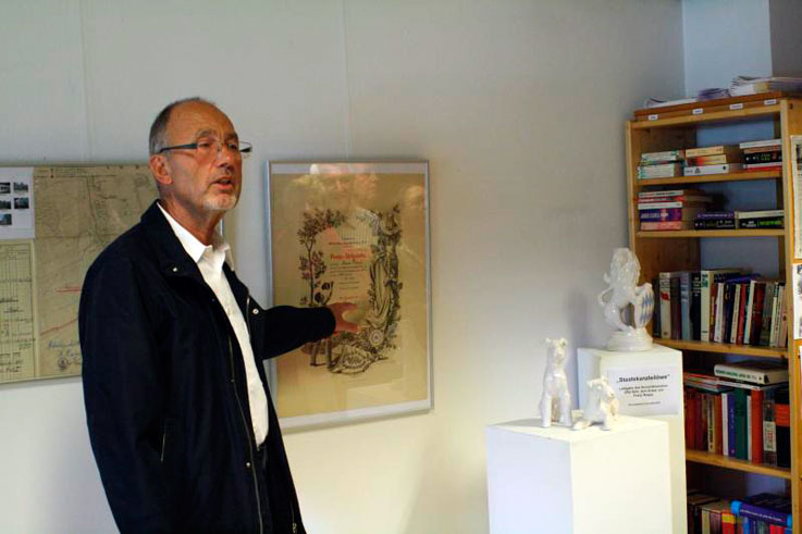 Доктор Вальтер Деммель на открытии выставки