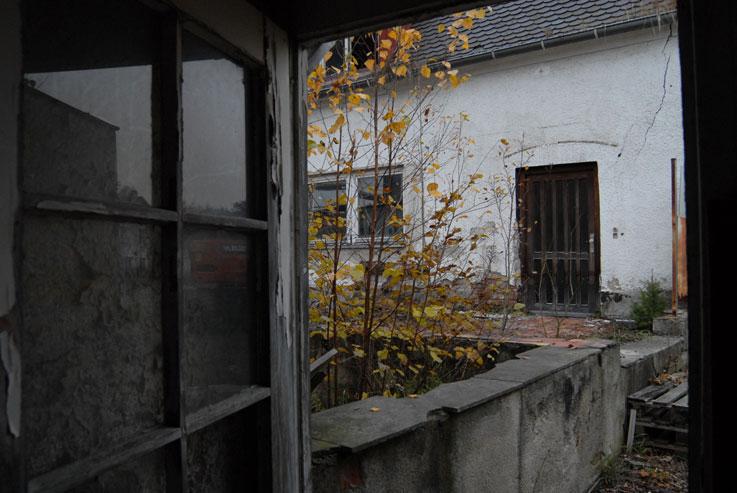 Allach, вид из мастерских на здание бывшей фарфоровой фабрики, ноябрь 2011